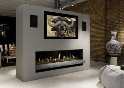 Foto: Brunner - Architektur-Kamin Gas 38/170 Kamin als Raumteiler-Büffel-Ziegelwand